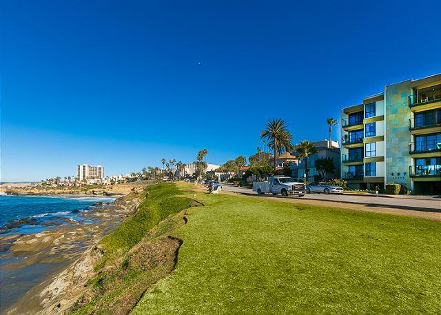 Glorious and unobstructed panoramic ocean views steps to the sand - Image 1 - La Jolla - rentals