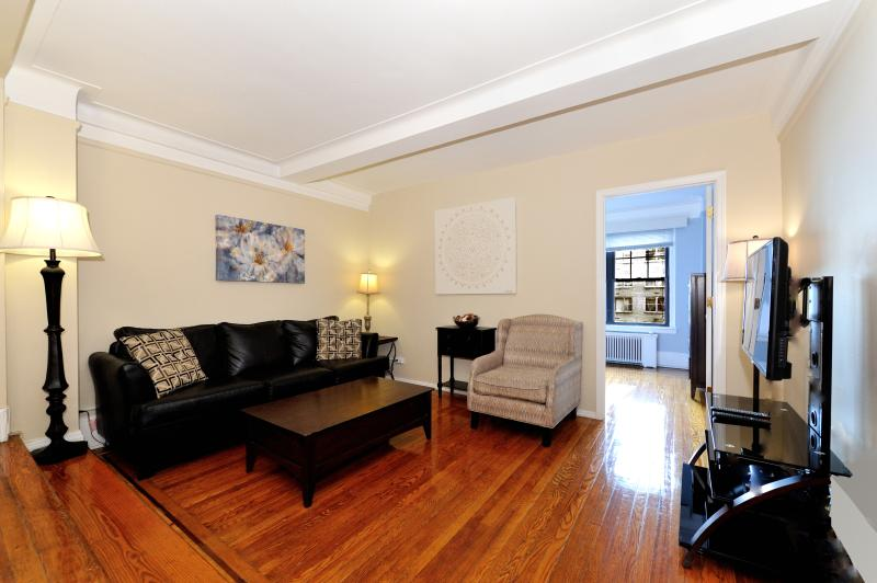 living room - East Side Spacious 3 bed 2 bath - New York City - rentals