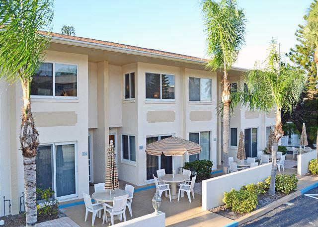 Siesta Key Beach Townhouse with Heated Pool and Accommodates up to 8 Guests - Image 1 - Sarasota - rentals