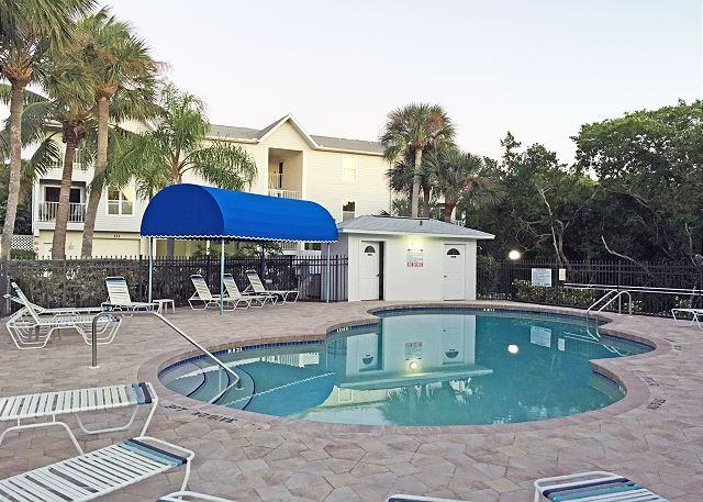 Expansive Views, Walk to Beach and Grocer, Anna Maria Island Vacation Rental - Image 1 - Bradenton Beach - rentals