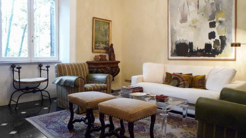 Elegant living room with large window facing the river - Perfect Refined Apartment Spanish Steps-Minerva - Rome - rentals