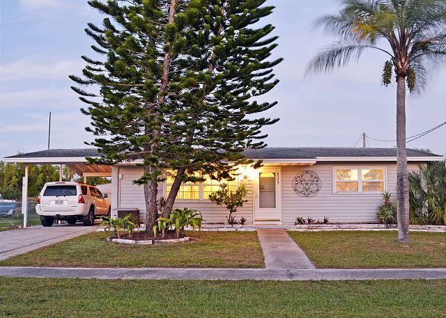 Two bedroom one bathroom Florida vacation rental home with swimming pool - Image 1 - North Port - rentals