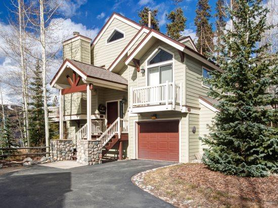 This house has it all - value, location, and beautiful decoration in downtown Breckenridge! Long-term stays welcome! - Image 1 - Breckenridge - rentals