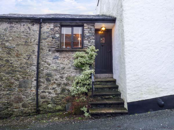 HIGH HOUSE, stone, end-terrace cottage, multi-fuel stove, summerhouse, pet-friendly, in Newton in Cartmel, Cartmel, Ref 929869 - Image 1 - Cartmel - rentals