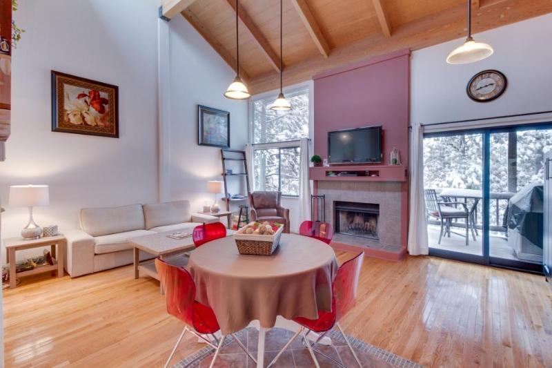 Cozy condo with access to the Northstar pool, hot tub, tennis & ski slopes! - Image 1 - Truckee - rentals