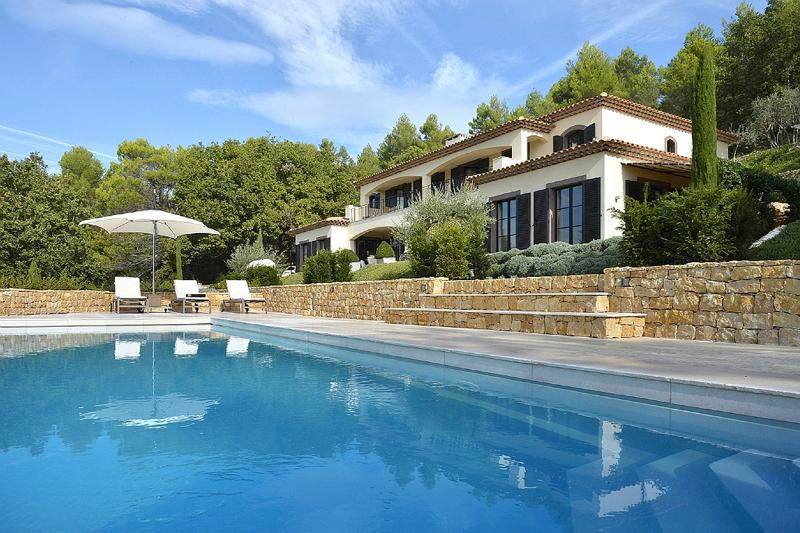 Villa Z, Sleeps 9 - Image 1 - Montauroux - rentals