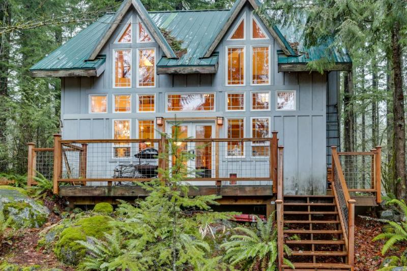 Lovely riverfront home, close to skiing, fishing & more! - Image 1 - Rhododendron - rentals