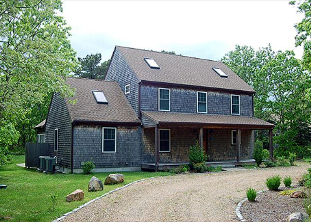 CENTRALLY LOCATED HOME IN EDGARTOWN WITH CENTRAL AIR CONDITIONING - Image 1 - Edgartown - rentals