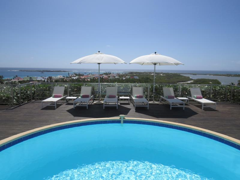 Mango - Ideal for Couples and Families, Beautiful Pool and Beach - Image 1 - Orient Bay - rentals