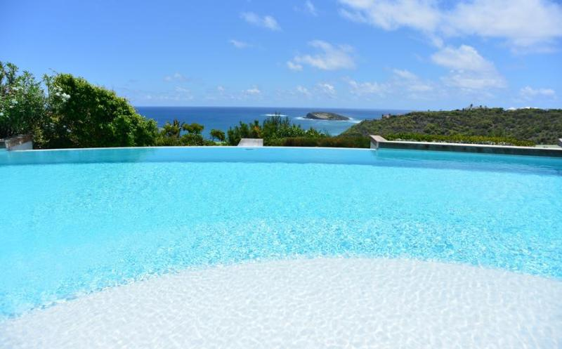 Valentina - Ideal for Couples and Families, Beautiful Pool and Beach - Image 1 - Pointe Milou - rentals