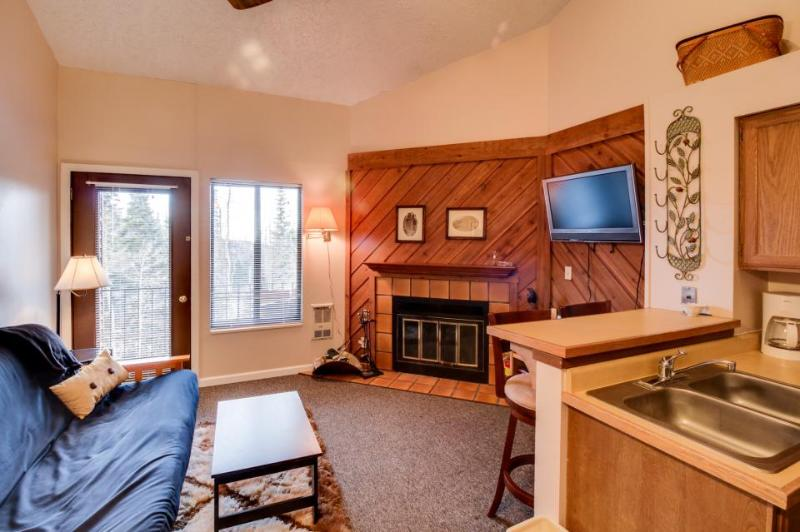 Mountain views await from this cozy chalet w/ shared pool & hot tub - Image 1 - Brian Head - rentals