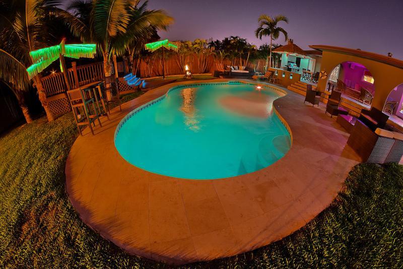 5 bedroom, 5 bath luxury house Heated Pool/Hot tub - Image 1 - Hollywood - rentals