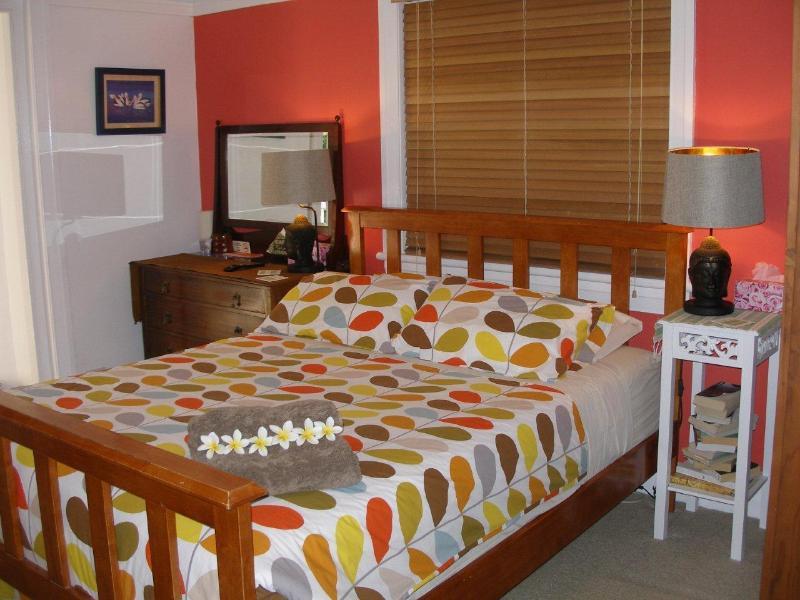Queen bedroom - Image 1 - Manly - rentals