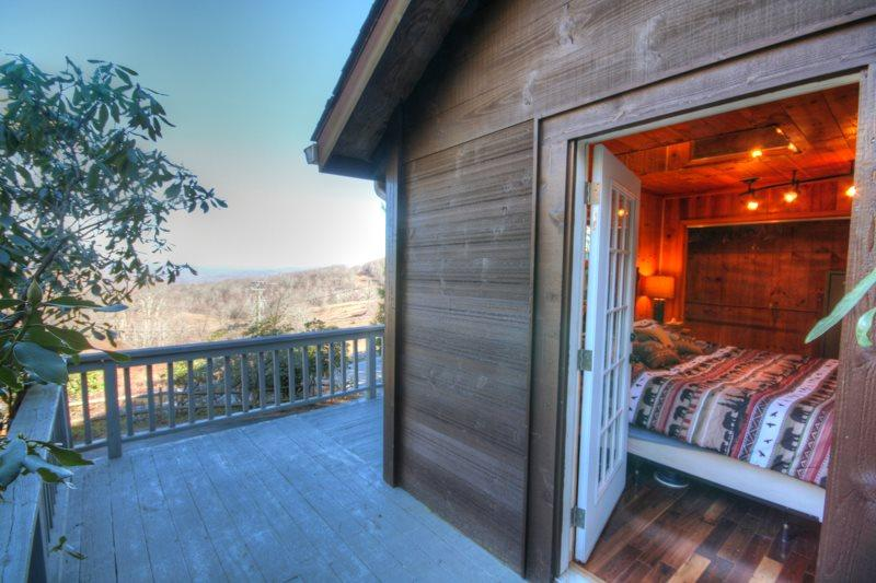 Fern Haven Private Deck off King Suite with Incredible Views - Fern Haven - Boone - rentals