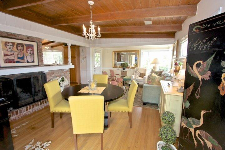 Living room/Dining Area with fireplace and comfortble seating - Franki's Cottage at Dana Point - Dana Point - rentals