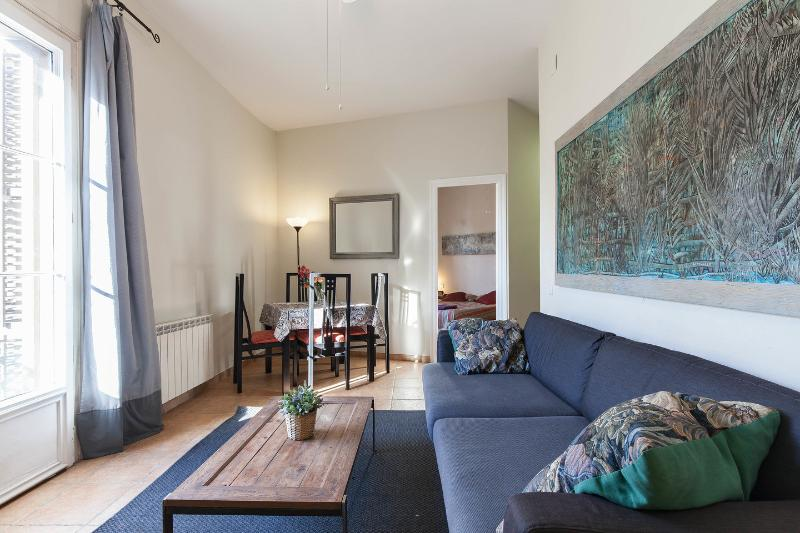 Living Room - Gaudi-11: Large, bright apartment on Rambla Catalunya - Barcelona - rentals