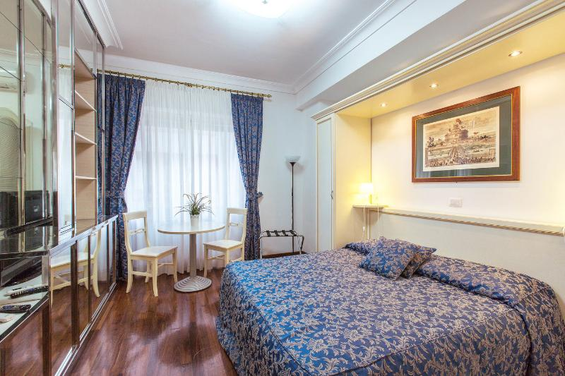 The Master Bedroom - VATICAN - BIG APART - ALL INCLUSIVE -NO COMMISSION - Rome - rentals