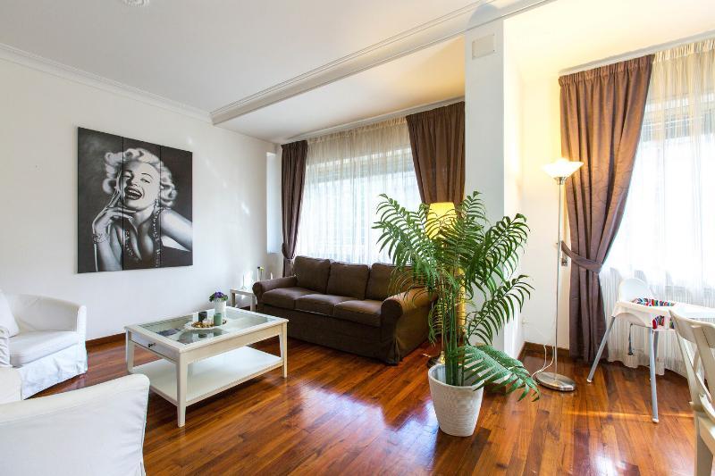 Living Room - VATICAN - ELEGANCE APART, A/C, HEAT, WIFI, SAT TV - Rome - rentals