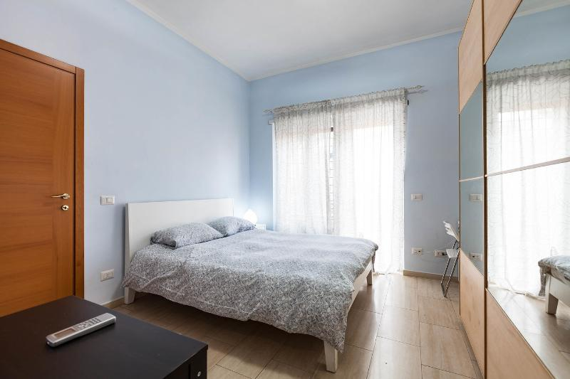 The large double bedroom with bathroom - Apartment Vatican zone  view dome Free Wifi - Rome - rentals