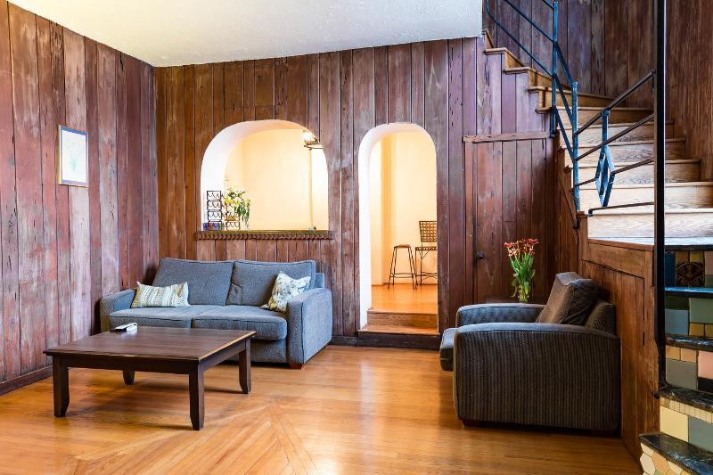 Living Room - Chicago's Old Town, Amazing 2BDR Duplex Loft - Chicago - rentals