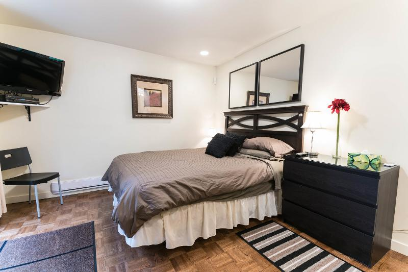 The Master Bedroom - Well located Montreal Microsuite - Montreal - rentals