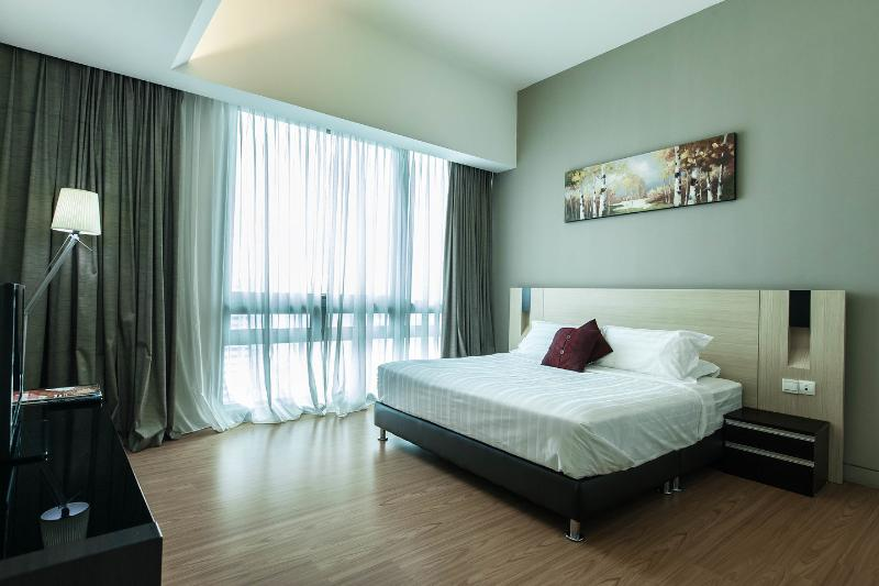 The Master Bedroom - Luxury well maintained 3rm  apt on 32nd Flr Swiss Garden Residences - Kuala Lumpur - rentals