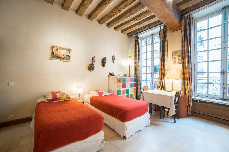 Triple Bedroom in the Two Room Studio - Maison d'Anne - Paris Historic BnB - Paris - rentals