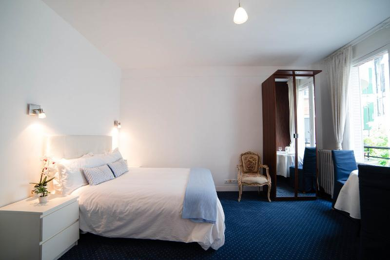 The Master Bedroom - Nice apartment near the Eiffel Tower with garage - Paris - rentals