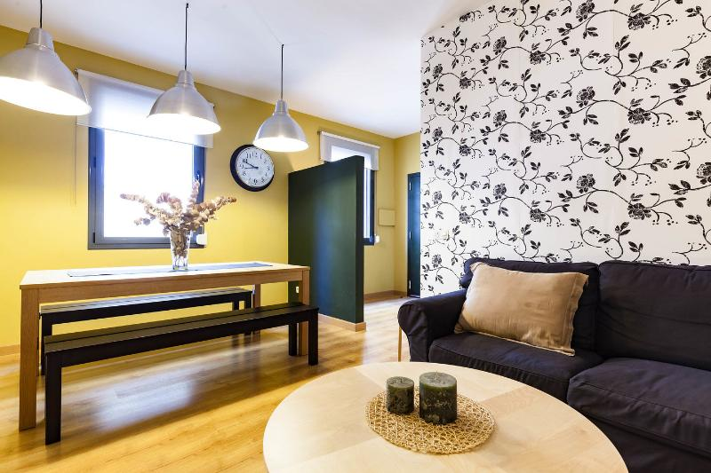Living Room - Beautiful Apt at Gracia, 4 min. PASSEIG DE GRACIA - Barcelona - rentals