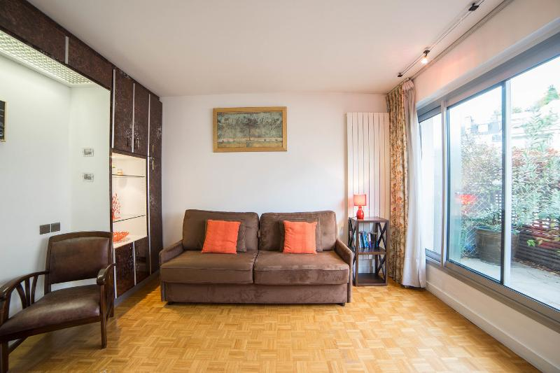 Living Room - Elegant studio with balcony overlooking Pantheon - Paris - rentals
