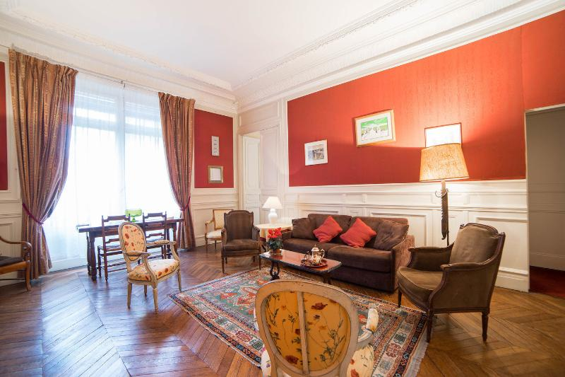 Living Room - Spacious 1 Bedroom near Musee d'Orsay, 7th arr. - 7th Arrondissement Palais-Bourbon - rentals