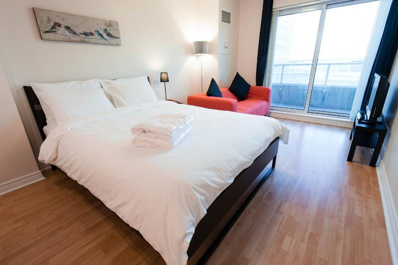 The Bedroom - Scarborough Centre Luxury Business Suite (Studio) - Toronto - rentals