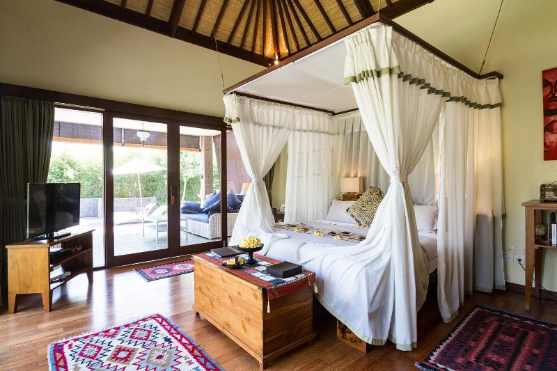 The Bedroom - A luxurious Writer's Suite in a large estate - Ubud - rentals