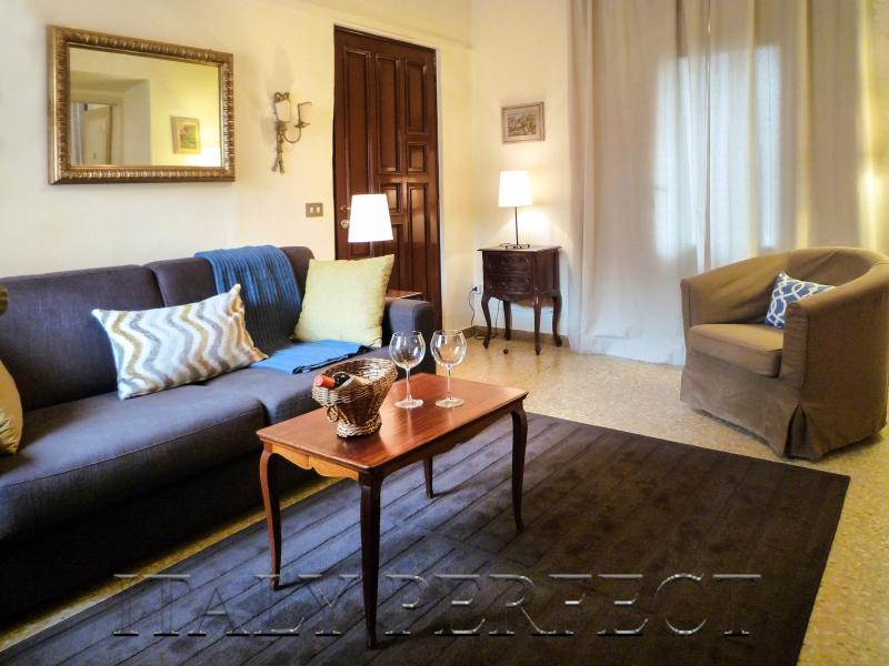 Perfect Florence Best Historic Center-2 Bathrooms - Image 1 - Florence - rentals