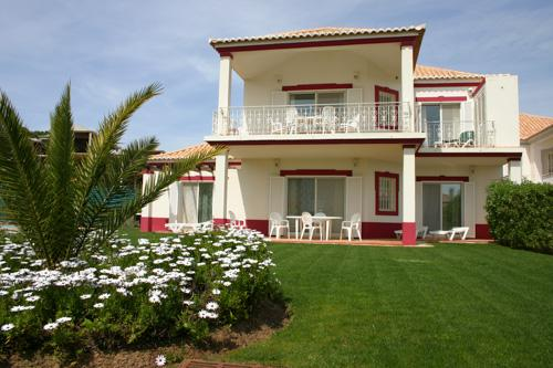 Encosta do Lago 2 Bedroom Apt with Garden - Image 1 - Algarve - rentals
