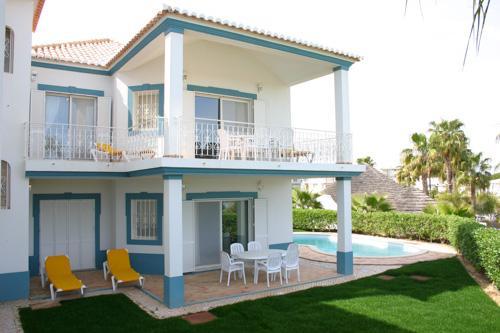 Encosta do Lago 3 Bedroom Apt, Private Pool - Image 1 - Algarve - rentals