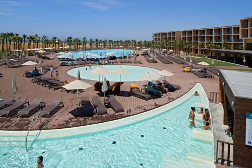 Vidamar Hotel Pool View Room,HB,, Family Room - Image 1 - Sesmarias - rentals