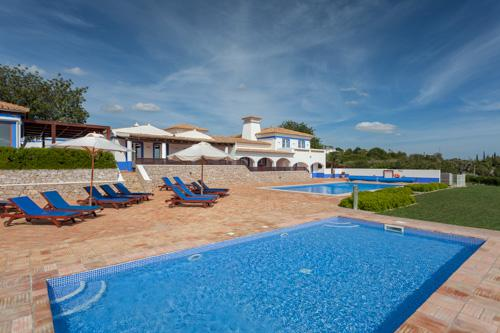 Casa Cahombo, 5 bedroom rate for 7-10 persons - Image 1 - Cerca Velha - rentals