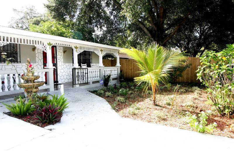 ADVENTURE  ISLAND & Busch Gardens Home - Image 1 - Tampa - rentals