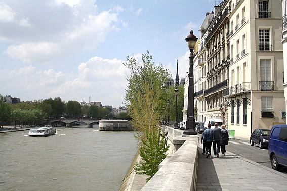 Stay on the St Louis Island-view on Notre Dame de Paris from your terrace Rue St Louis en l'Ile - apt #4 (75004) - Image 1 - Paris - rentals