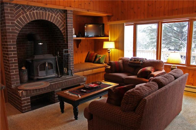 Located at Base of Powderhorn Mtn in the Western Upper Peninsula, An Inviting Trailside Duplex with Gorgeous Kitchen, Dining & Living Room - Image 1 - Bessemer - rentals