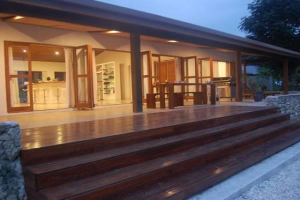 Wide open living opens to the Beach - Krystal Waters - Port Havannah - rentals
