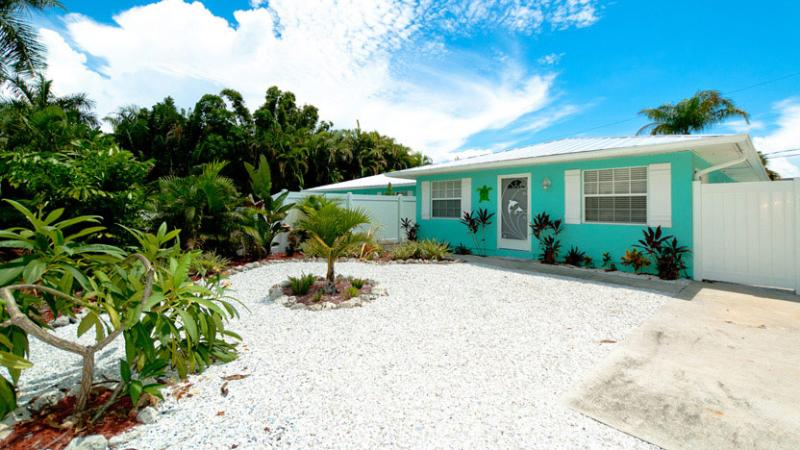 Fall Special 20% OFF!! - Escape to Serenity A: 2BR Pet-Friendly Pool Home - Holmes Beach - rentals