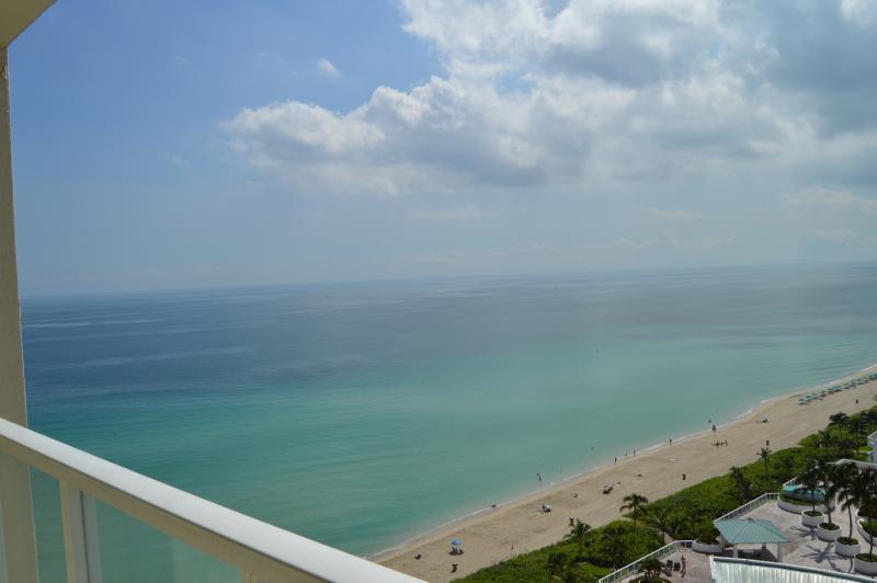 STUNNING, MODERN OCEANFRONT CONDO - AMAZING VIEWS! - Image 1 - Sunny Isles Beach - rentals