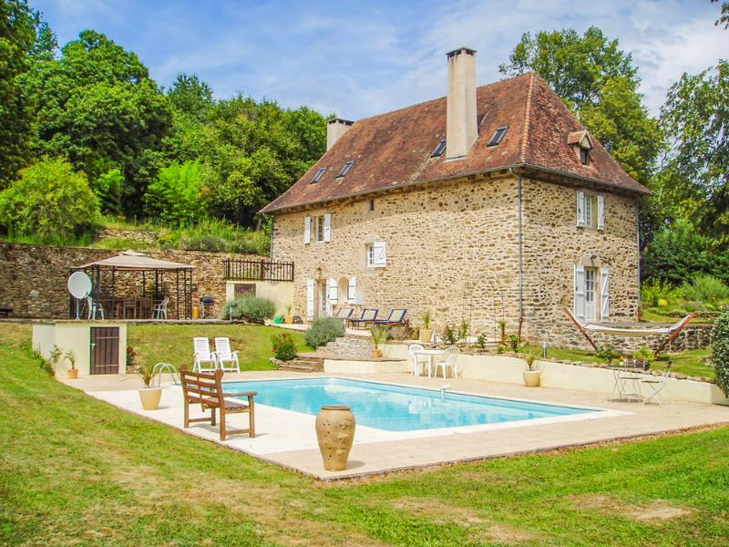 Aillac Farmhouse - Image 1 - Mialet - rentals