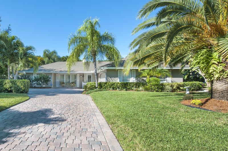 Paradise Awaits!! - SPLENDOR IN VERO BEACH OCEAN/POOL BEACH HOUSE - Vero Beach - rentals