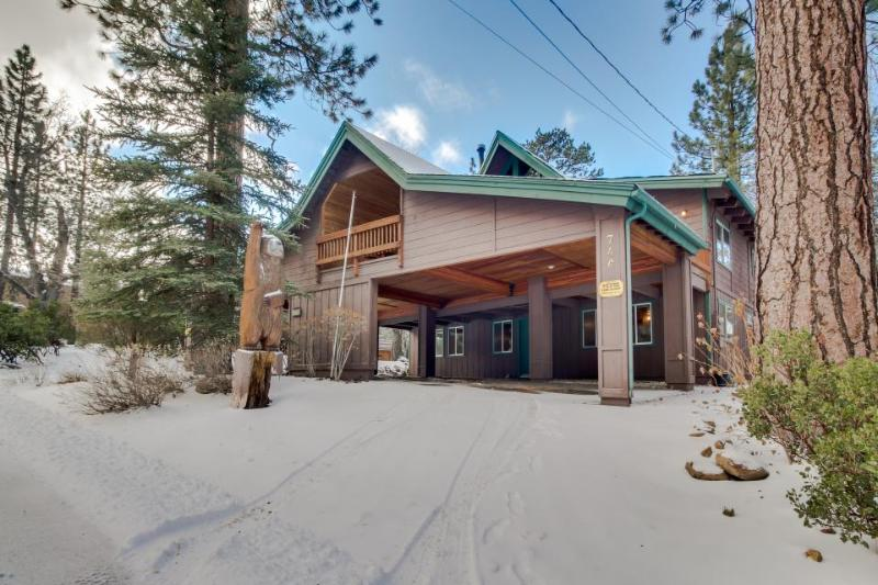 Casual and rustic two story cabin - just one mile from Snow Summit - Image 1 - Big Bear Lake - rentals
