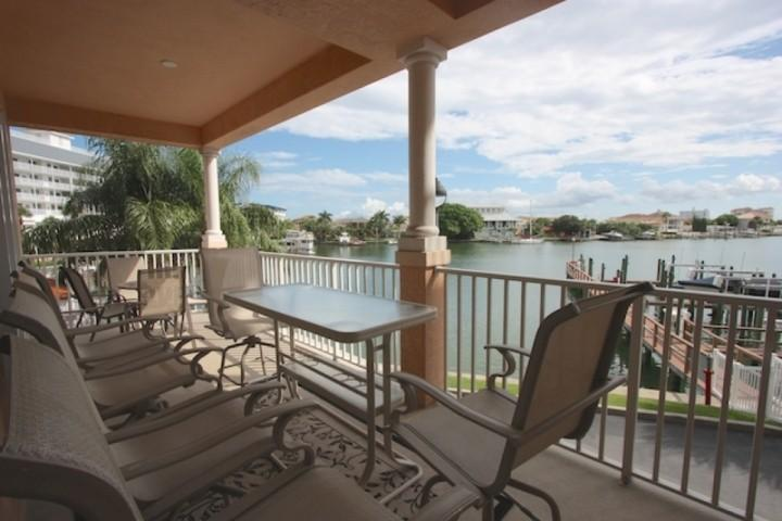 Private Patio with Seating for 10 right on the Beautiful Clearwater Intercoastal Waters - 200 Harborview Grande - Clearwater - rentals