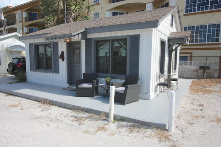 Beach Cottage Escape-2 Bedroom/1 Bathroom Waterfront Cottage-Indian Rocks Beach, FL - Beach Cottage Escape - Indian Rocks Beach - rentals