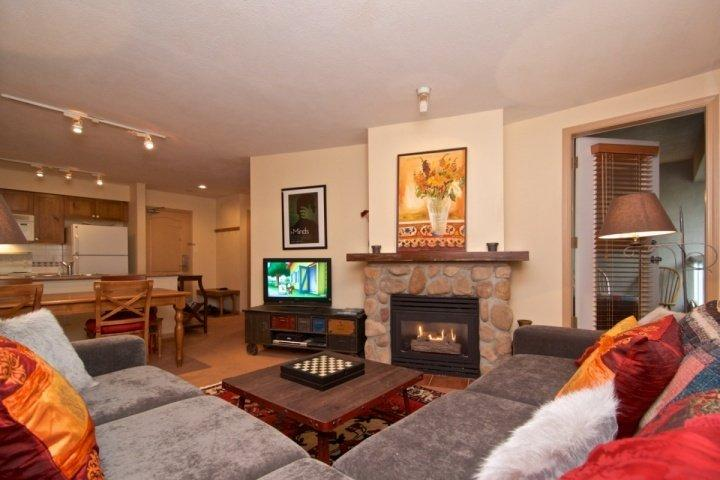 Spacious living room, modern new decor - Deer Lodge #263 - Whistler - rentals